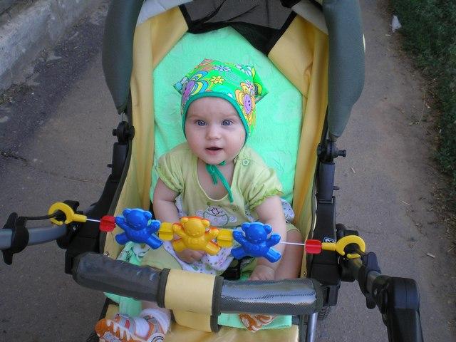 Люблю я новую игру: в коляске ездить по двору!. Юные путешественники