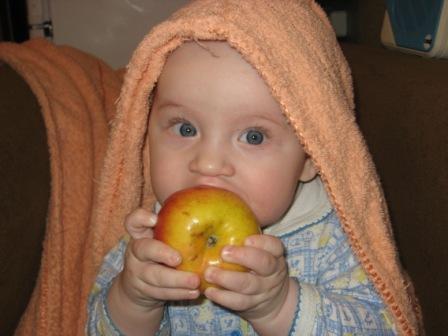 Наконец-то есть, чем есть!!! Можно яблочки поесть!. Пробуем на зуб!