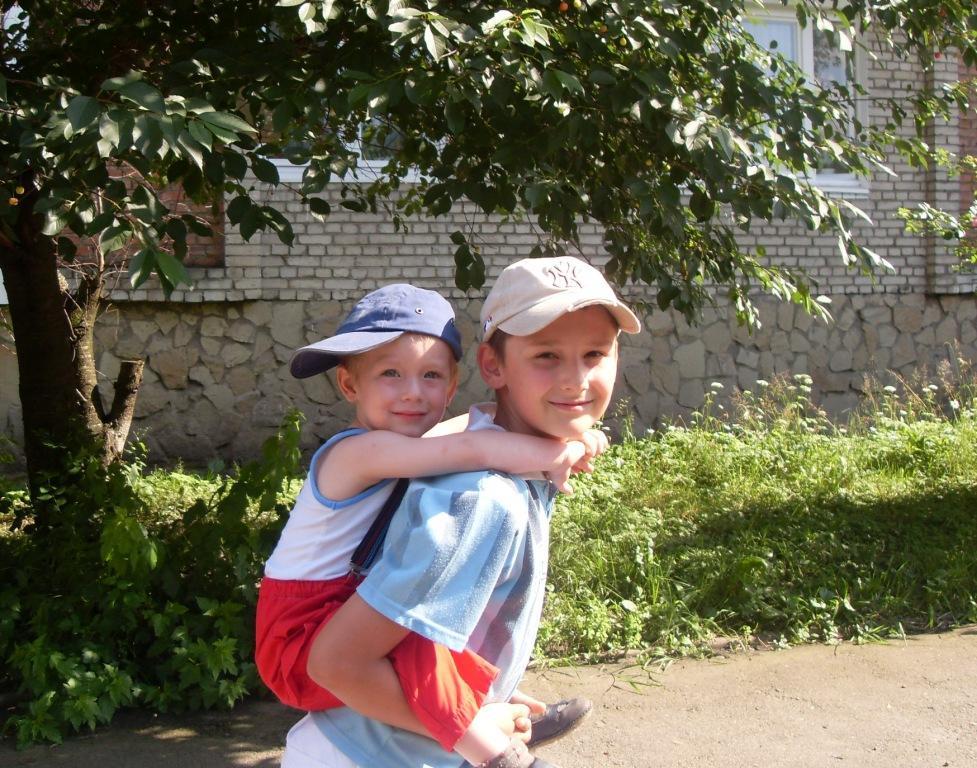 С братиком хоть на край света.. Юные путешественники