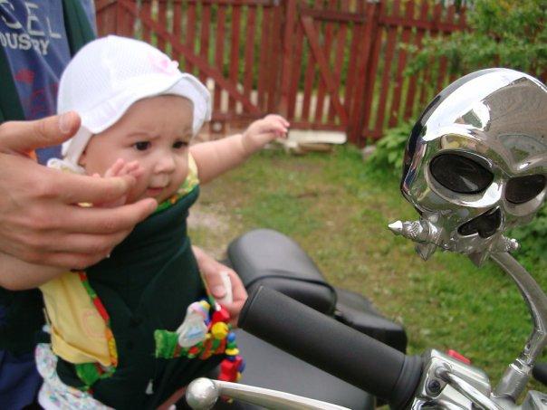Маленькая байкерша. :). Юные путешественники