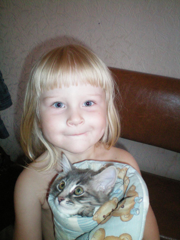Дочки - матери, вернее кошки - матери. Ребенок и   котенок