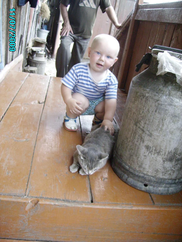 НИКИТА КИСОНЬКУ ПОЙМАЛ!. Ребенок и   котенок