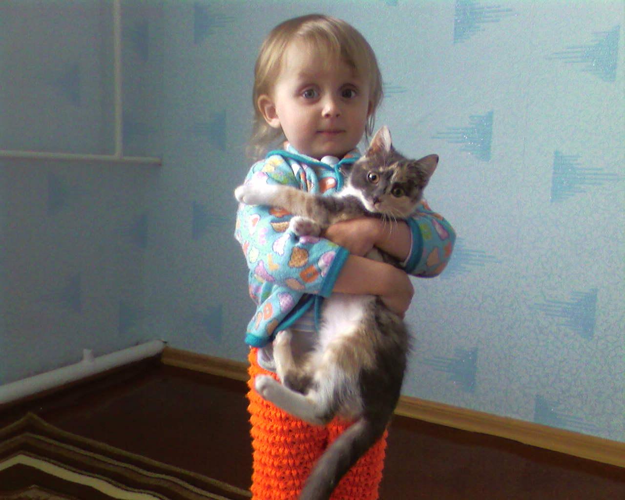 любофь..... Ребенок и   котенок