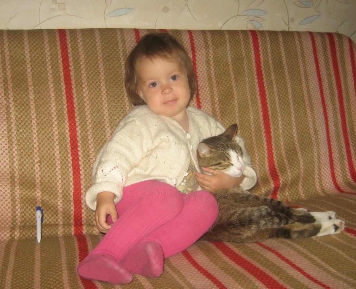 Вася и Настя. Ребенок и   котенок