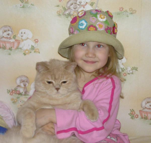 Анечка и Бахус. Ребенок и   котенок