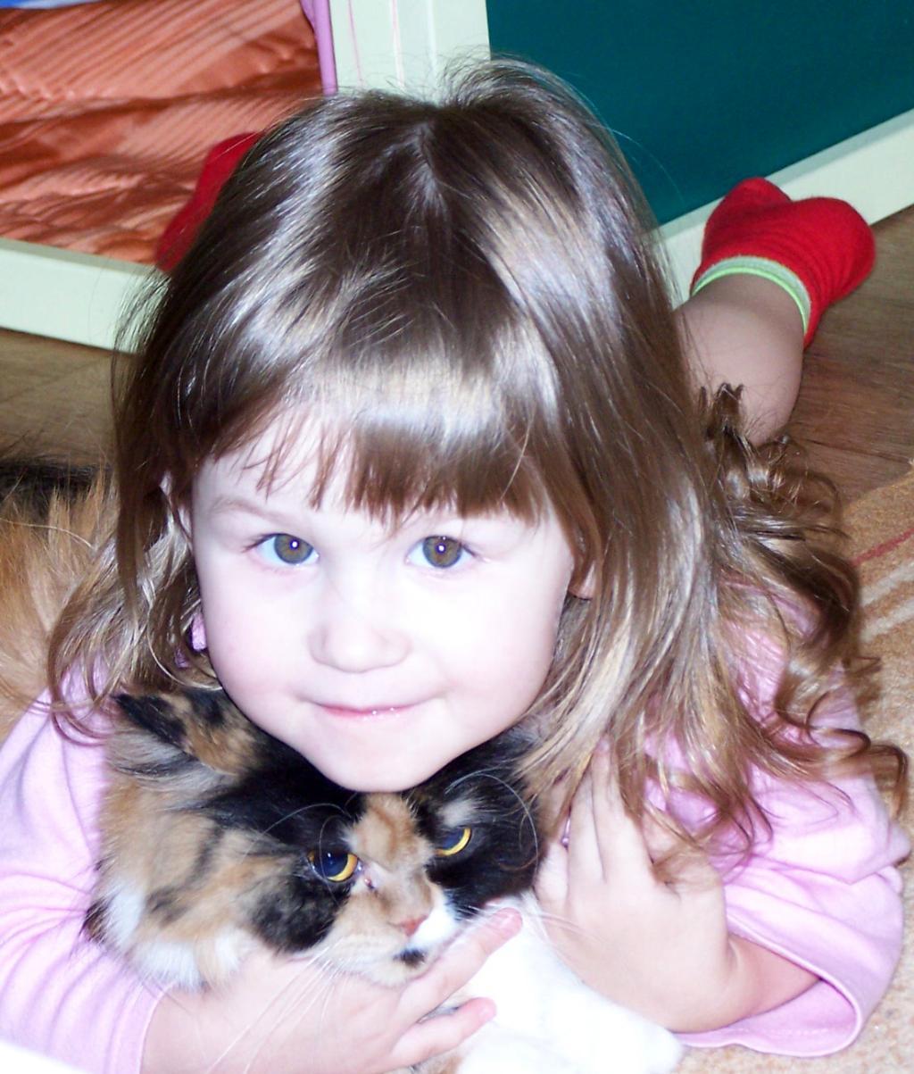 Дарья и Марыся. Ребенок и   котенок