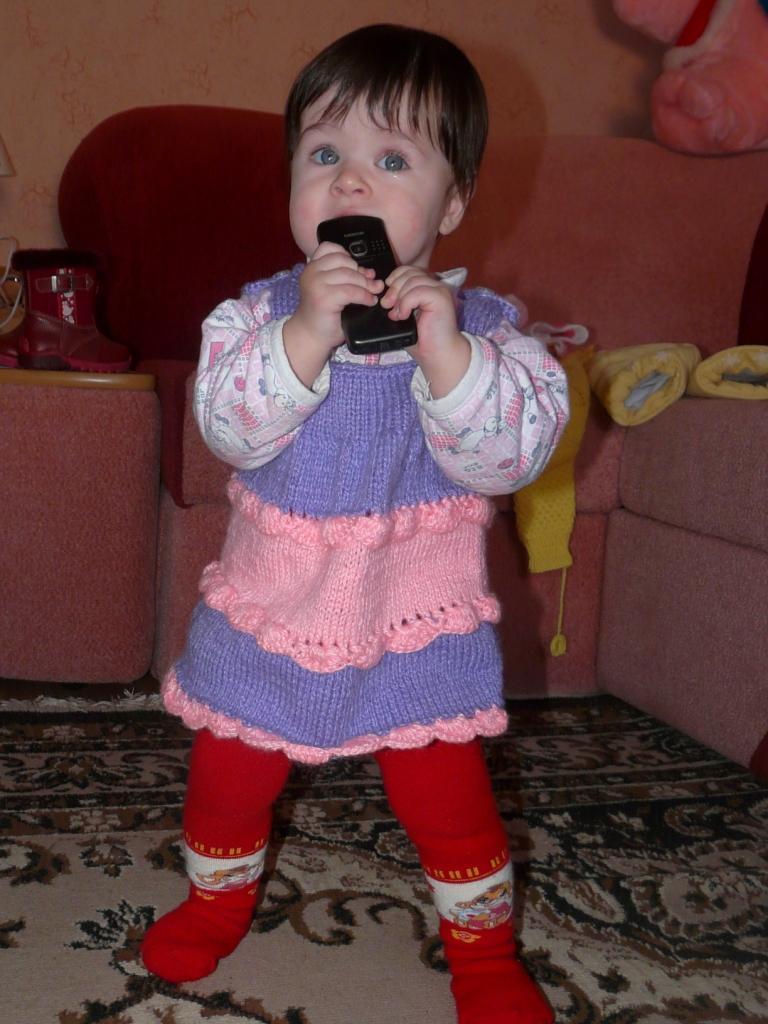 А я пробую на зуб папин телефон!....Понравился!))). Пробуем на зуб!