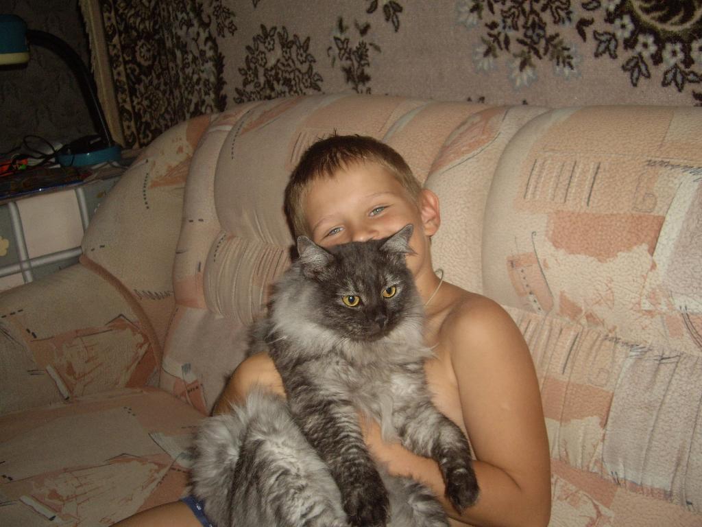 Неразлучные друзья. Ребенок и   котенок