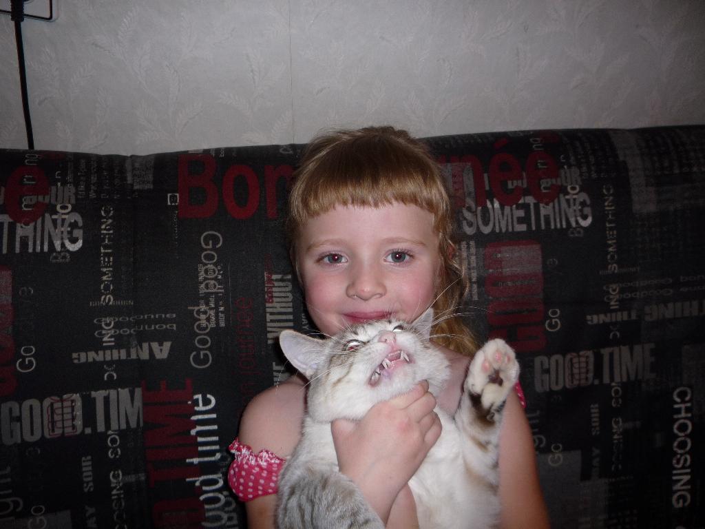 Ну и зубки.... Ребенок и   котенок