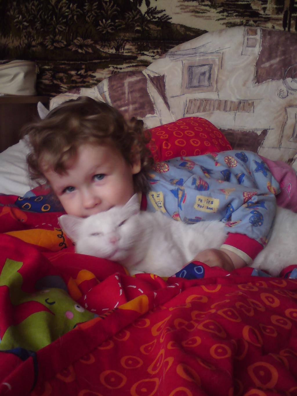 Ну разьве не прелесть!. Ребенок и   котенок