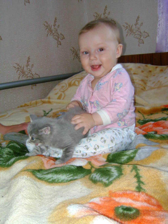 И все равно ты от меня не убежишь.... Ребенок и   котенок