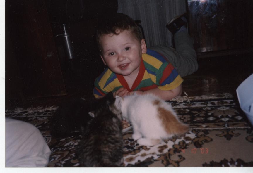 И я тоже хочу есть...)). Ребенок и   котенок