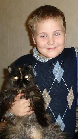 мой сын Данюша и кошка Тонюша. Ребенок и   котенок