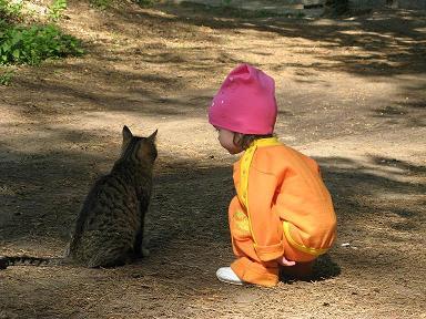 НУ КАК  ЖИЗНЯ, ПОДРУГА!!!!. Ребенок и   котенок