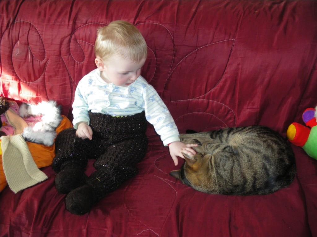Артем и Яша. Ребенок и   котенок