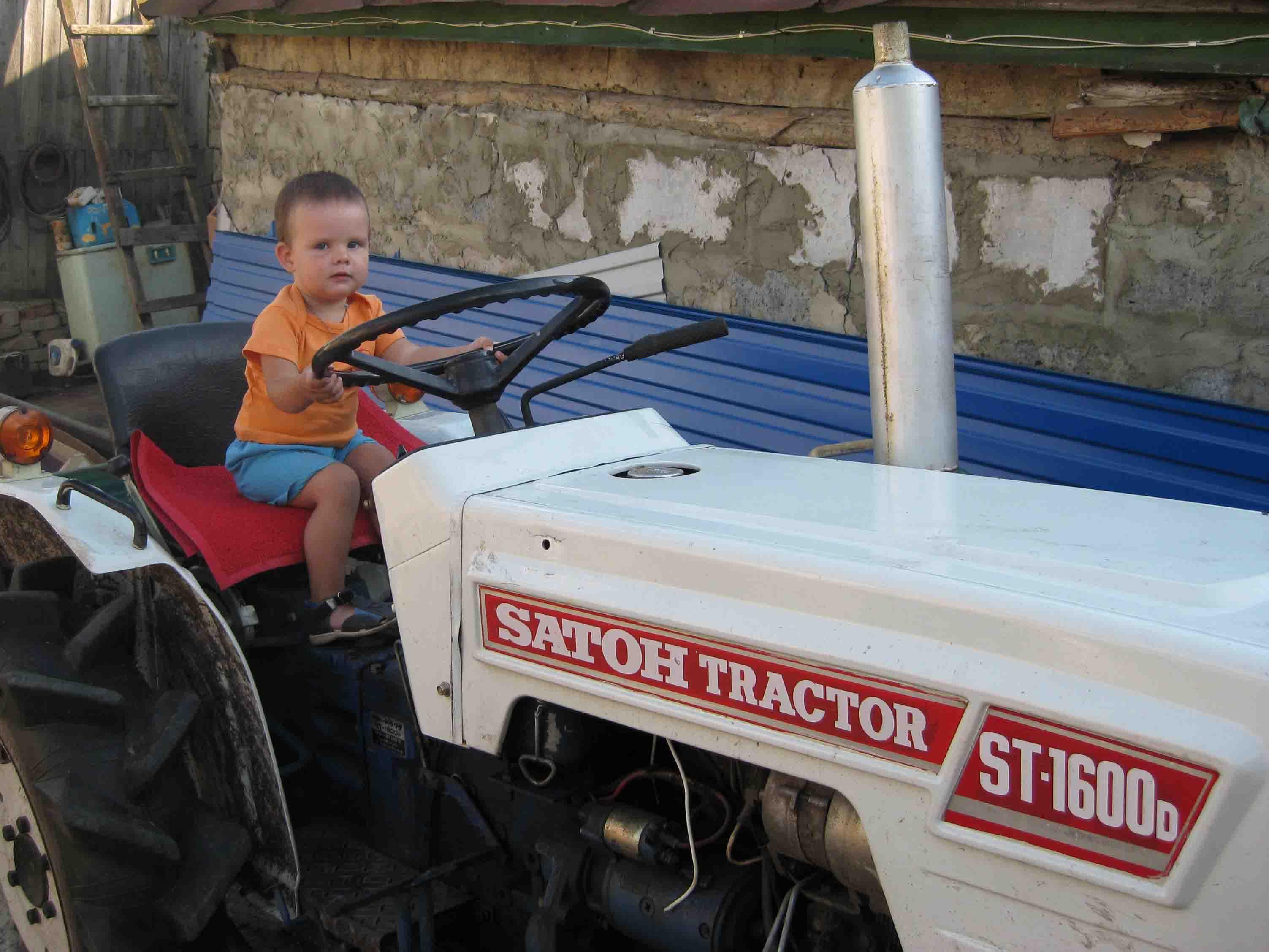 Тракторист.. Юные путешественники