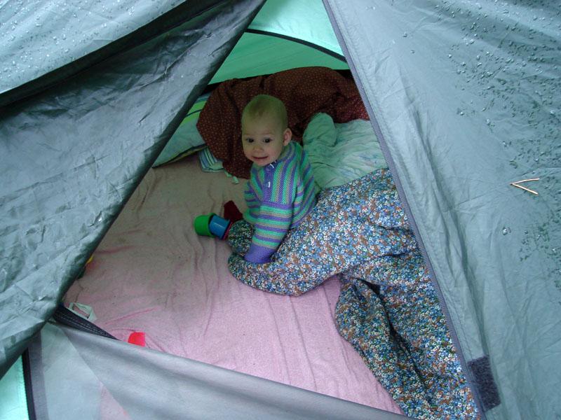 А в палатке и дождь не страшен.... Юные путешественники