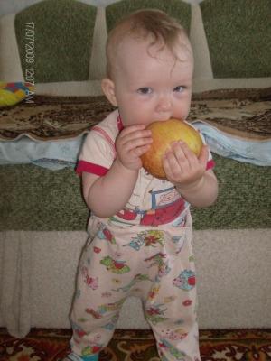 Нет вкуснее ничего, маминого яблочка!. Пробуем на зуб!