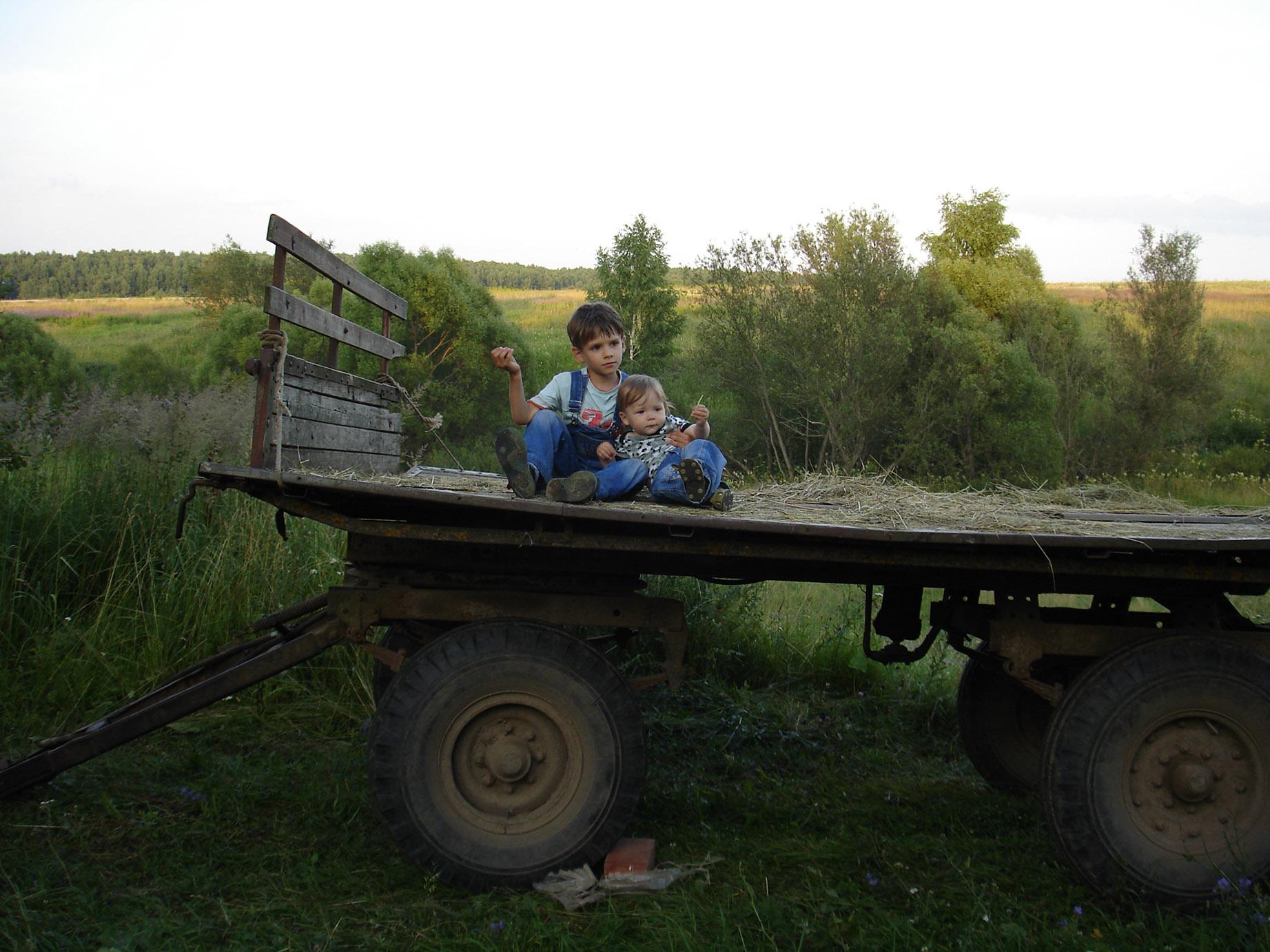 В ДЕРЕВНЕ. Юные путешественники