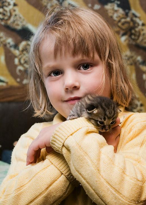 Маленький и сладенький. Ребенок и   котенок