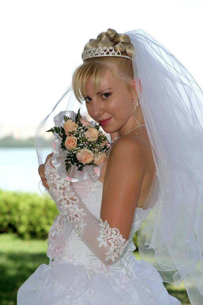невеста, в этот светлый миг ты прекрасней всех........... Невесты