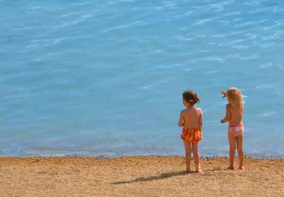 Девочки и море. Юные путешественники