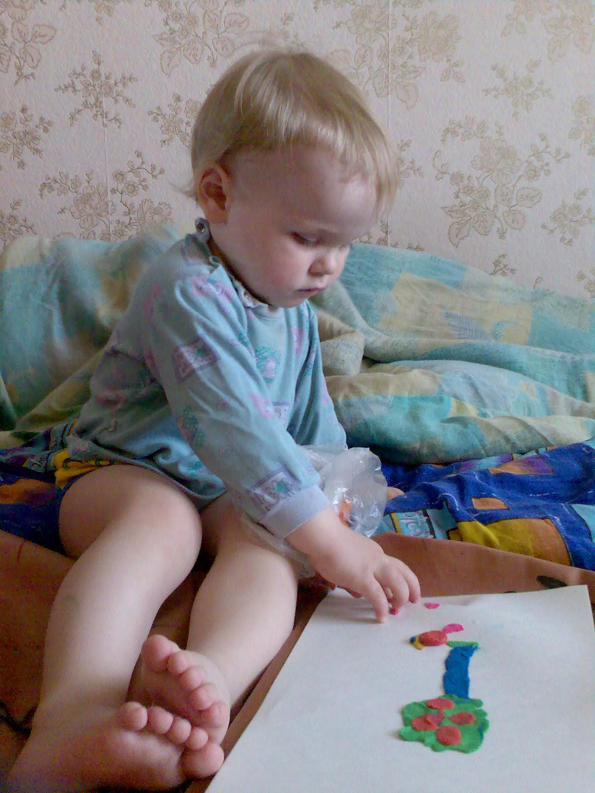 Андрюша занимается творчеством.. 'ВыТворяшки'