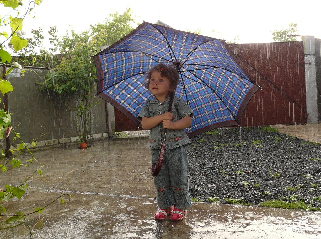 Путешествие под дождём. Юные путешественники