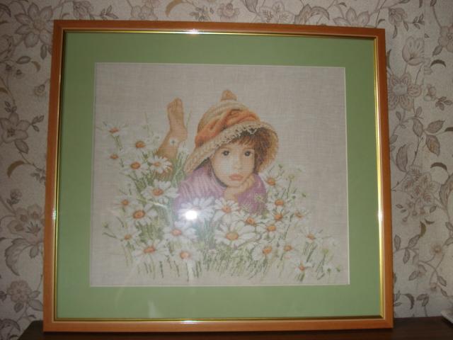Девочка на цветочном поле. Портреты