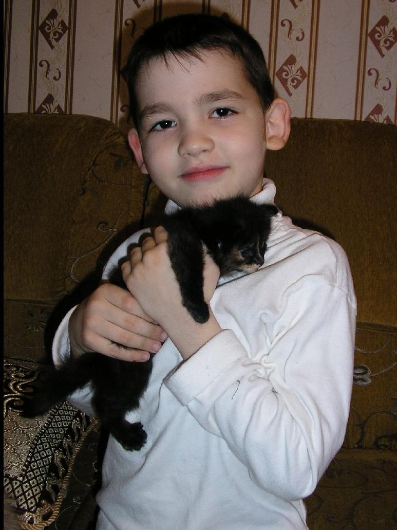 Теперь котенок будет мой!. Ребенок и   котенок