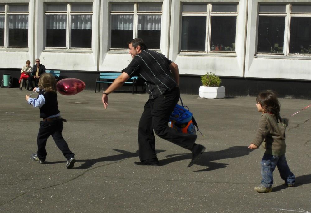Самое оно с дедом побегать :-). Веселимся, играя!