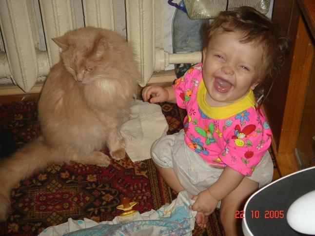 Друг Мусик, с тобой так весело!. Ребенок и   котенок