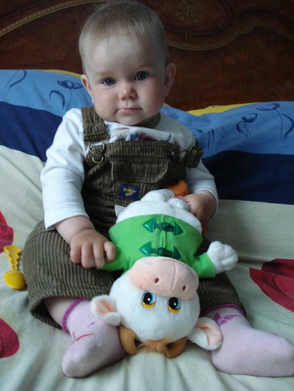 НАСТЮШКА и ее любимая игрушка - Корова. Мои игрушки
