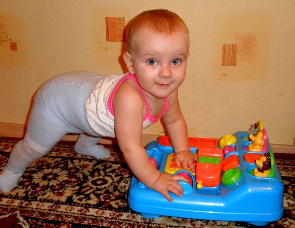 Ириша и её любимый игровой столик. Мои игрушки