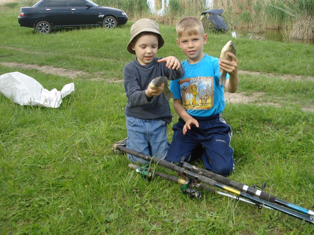 на рыбалку брат позвал....... Маленький герой