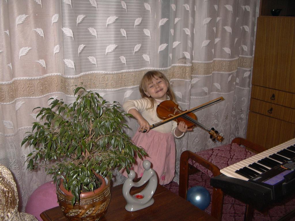Маленькая скрипачка!. Маленький герой