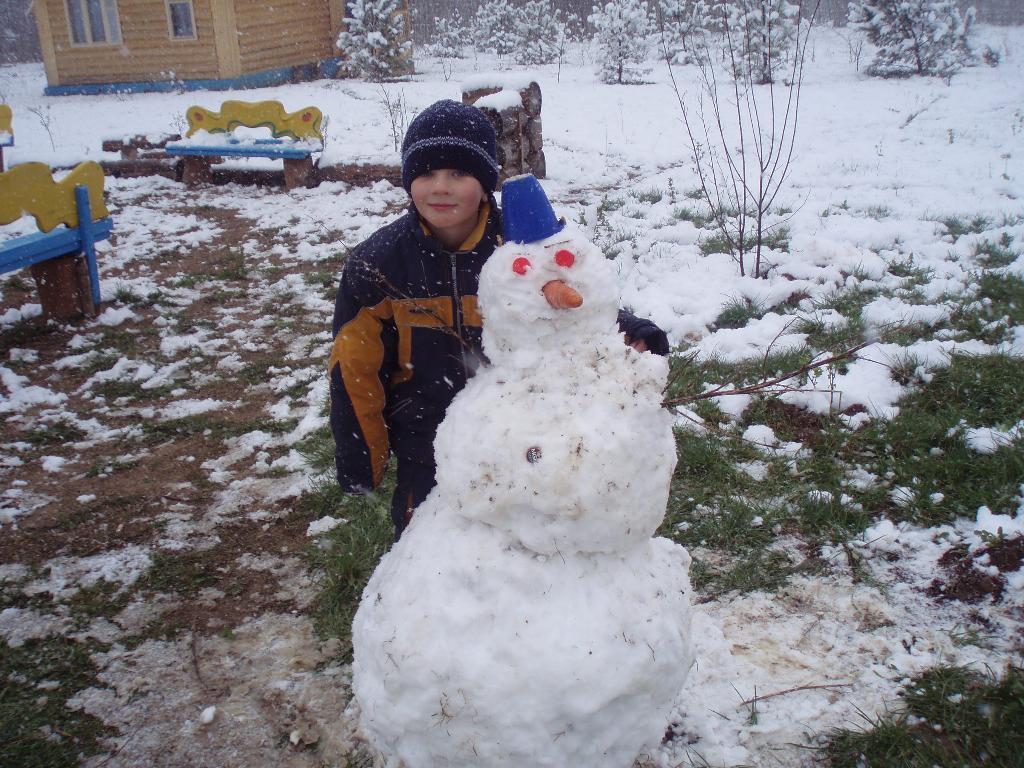 Снеговик в мае.. Маленький герой