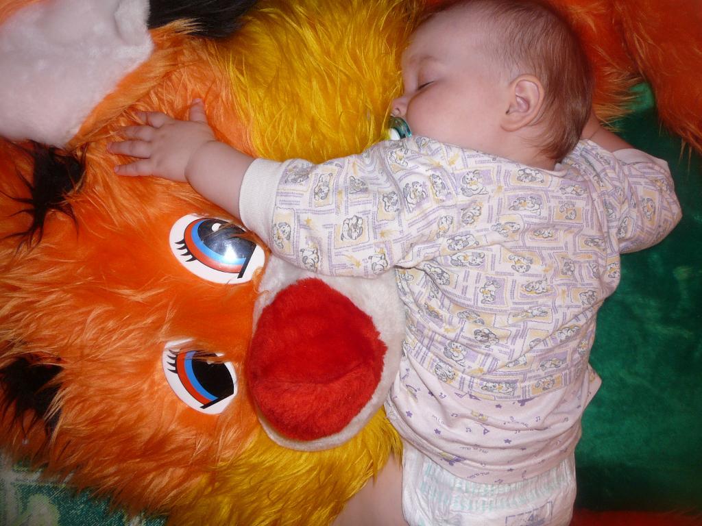 Мой друг такой мягкий, что я очень люблю на нем спать!. Мои игрушки