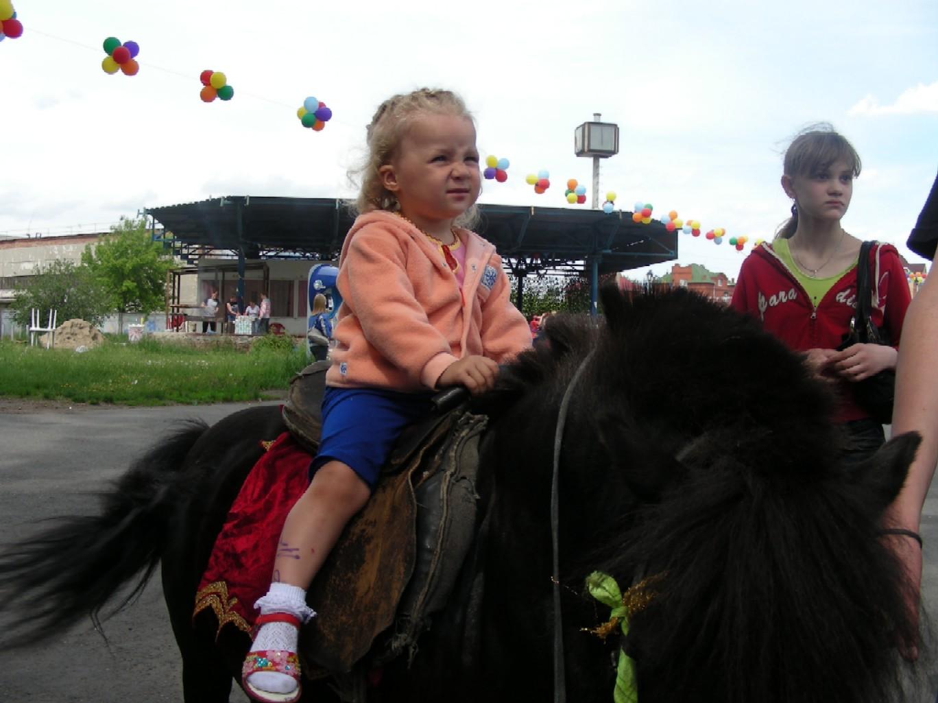 Василиска-верхом на пони.. Маленький герой
