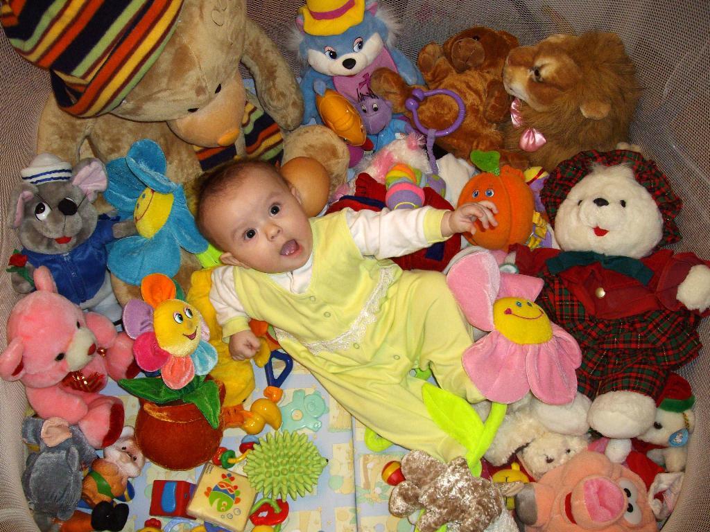 МАААаам, пожалуй хвААААтит мне игрушек! . Мои игрушки