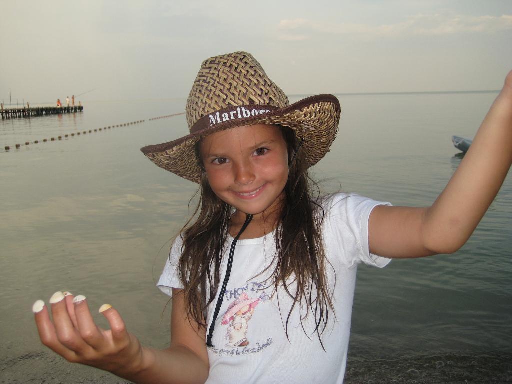 Лучший наряд летом - шляпа!. Белая панама