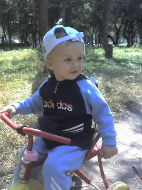 Лёвик осваивает Гномика :))))). Маленький герой