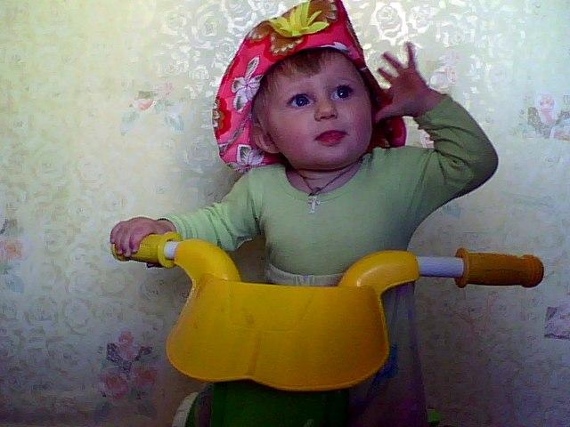 миледи в раннем детстве. Белая панама