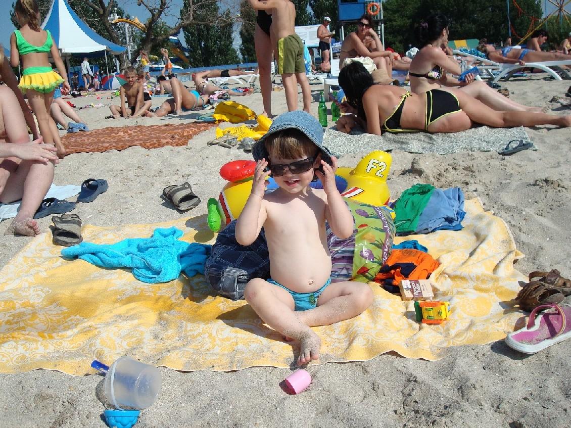 и панама и очки-вот курортник Владик!. Белая панама