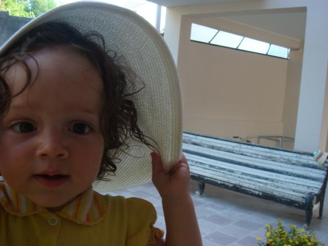 А шляпка то соломенная!)))))))). Белая панама