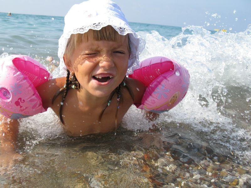 А вода, оказывается, бывает жесткой и не ровной!!!!!. Белая панама