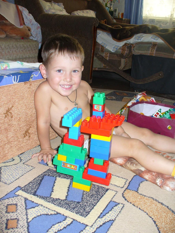 Робот, которого сделал Егор. Мои игрушки