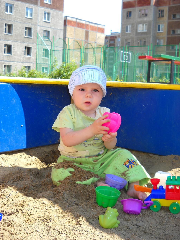 В песочнице. Мои игрушки