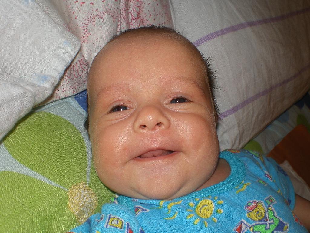 первая улыбка Ромки (2 мес.). Время улыбаться