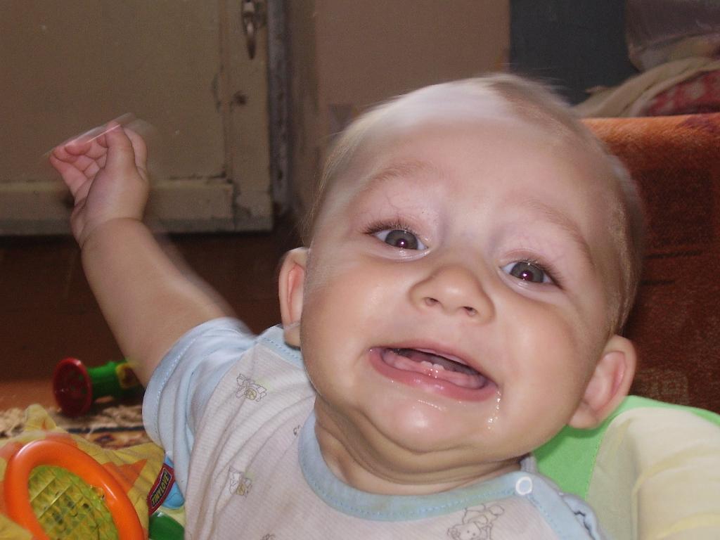 Первые зубы - самое ВРЕМЯ УЛЫБАТЬСЯ :). Время улыбаться